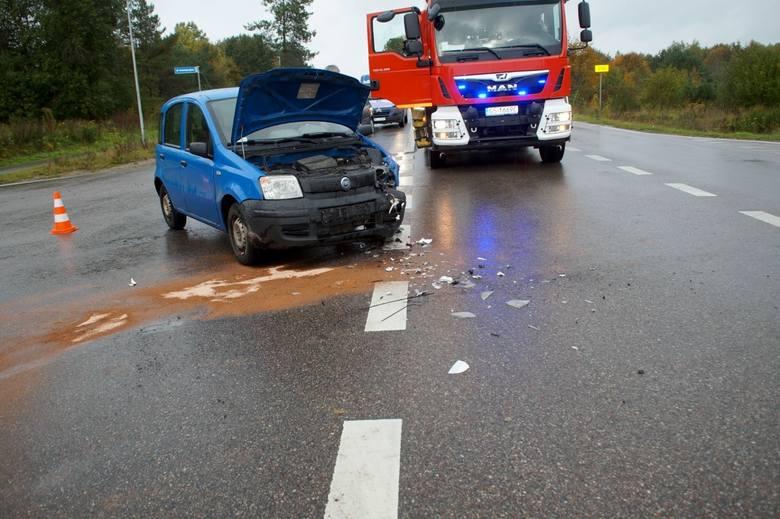 W czwartek (10 października) doszło do kolizji dwóch samochodów osobowych w pobliżu zjazdu na obwodnicę Słupska (węzeł Głobino). Jedna osoba została