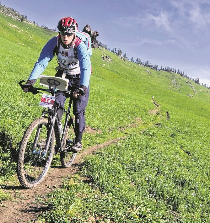 Podczas wyścigu ekipa Marka Galli przebijała się nie tylko przez pustynię, ale i przez zielone wzgórza.