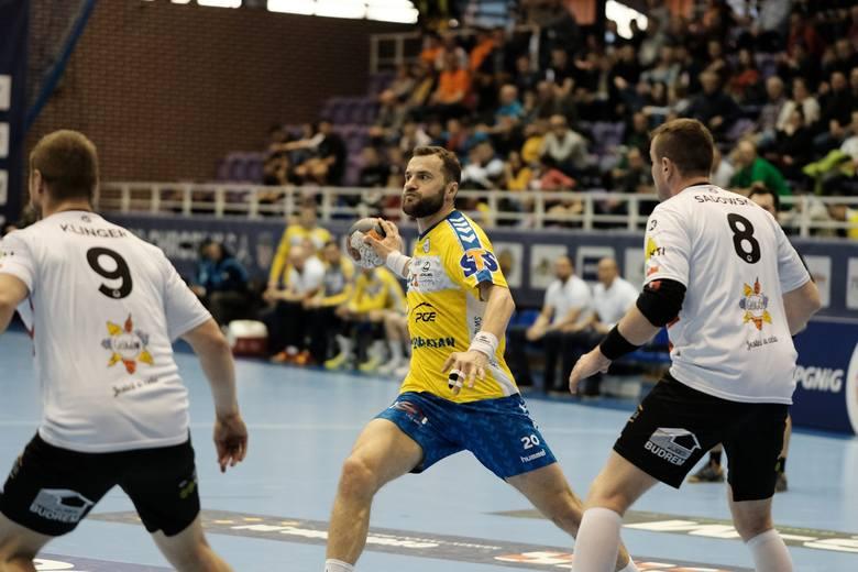 Piłkarze ręczni PGE VIVE Kielce wygrali pierwszy, wyjazdowy mecz ćwierćfinału PGNiG Superligi. Pokonali Chrobrego Głogów różnicą aż 19 bramek, 41:22.