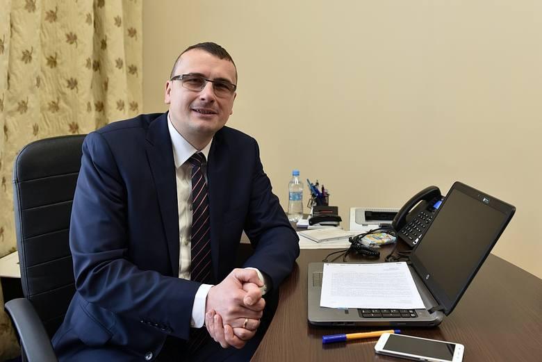 Za Piotrem Rybą trzy tygodnie w fotelu burmistrza Krynicy Zdroju. Zaczął od zwolnień i wyjaśnienia długów po tegorocznej edycji Festiwalu im. Jana K