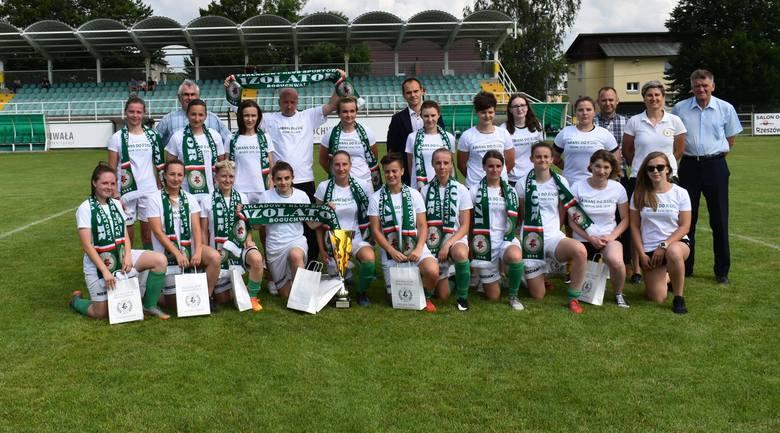 W swoim ostatnim meczu piłkarki Izolatora Boguchwała pokonały Sitowiankę Budy Łańcuckie 12:0. Ta wygrana dała im awans do 2 ligiZOBACZ TAKŻE - Trener