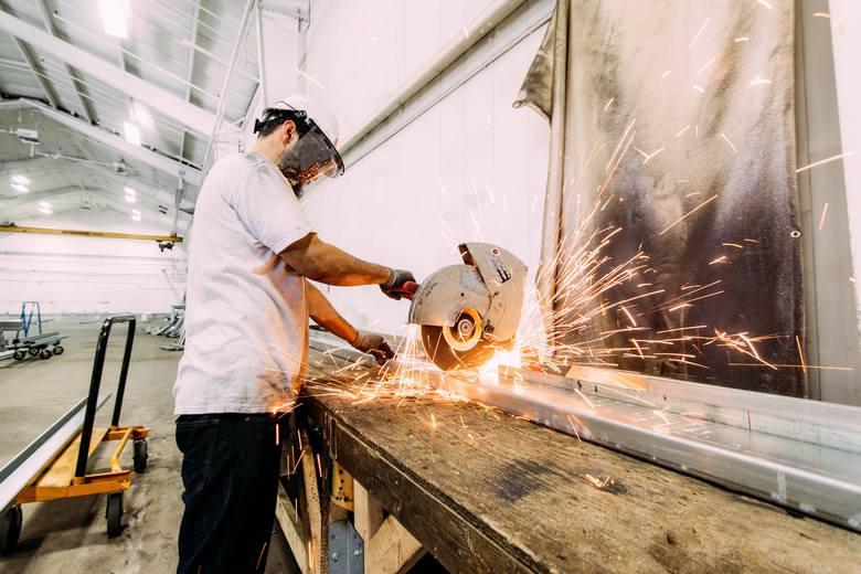 """19% pracowników zatrudnionych w przemyśle zmieniło pracę w przeciągu ostatniego półrocza.Firma Randstad w badaniu """"Monitor Rynku Pracy"""""""