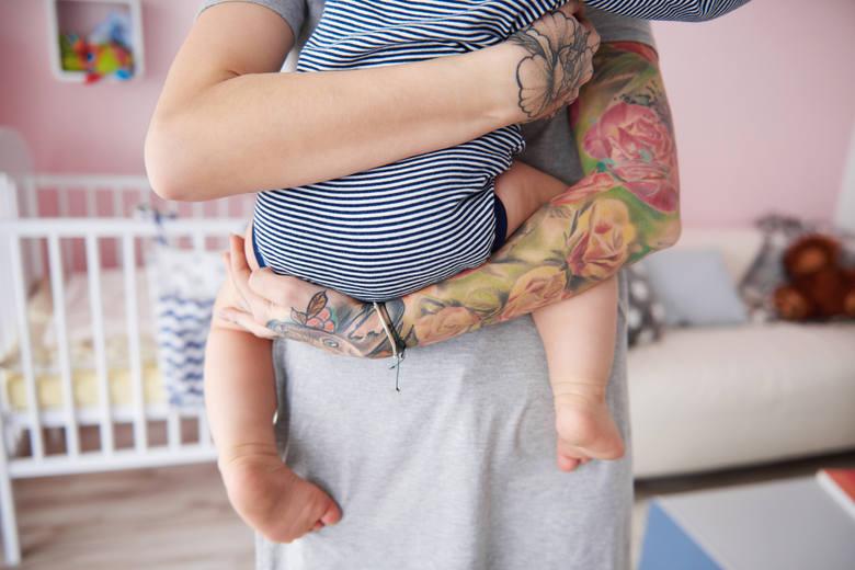 Czy zaufałbyś przedszkolance z takimi tatuażami? Tak ozdabiają swoje ciała nauczycielki, lekarze i urzędnicy ZDJĘCIA