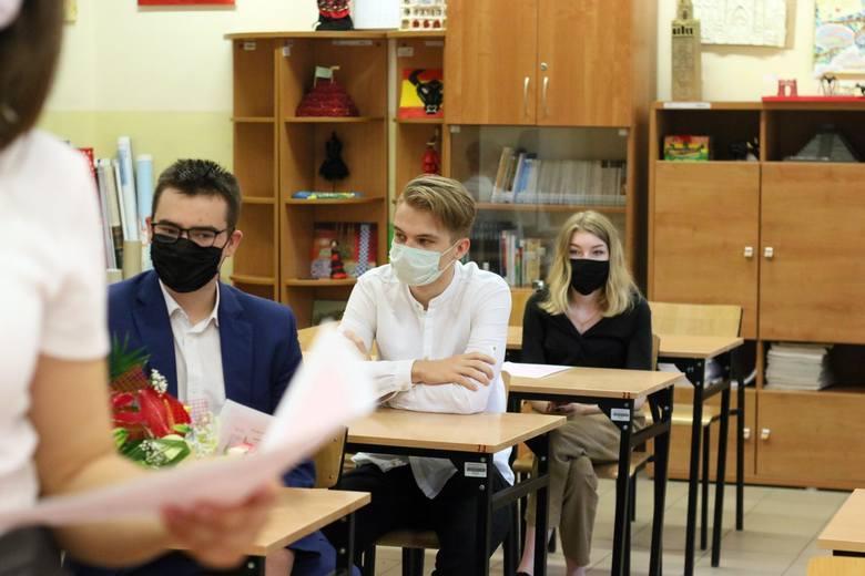 To w środkach komunikacji publicznej, którymi uczniowie dojeżdżali do szkół najdynamiczniej rozprzestrzeniał się wirus. Tu potrzeba pilnych rozwiązań.