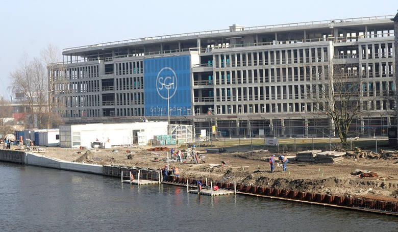 Na Bulwarze Gdyńskim przebudowany jest ponad półkilometrowy odcinek po stronie Urzędu Celnego, od Mostu Długiego do Trasy Zamkowej. Jest to ostatni z