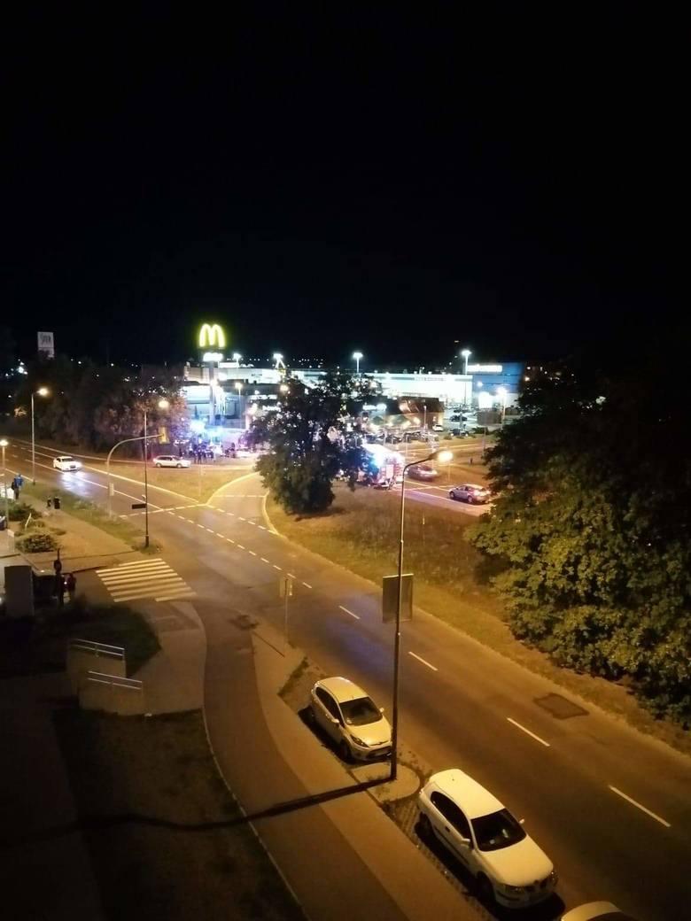 Nocny wypadek na Ku Słońcu: BMW zderzyło się z mercedesem [ZDJĘCIA]