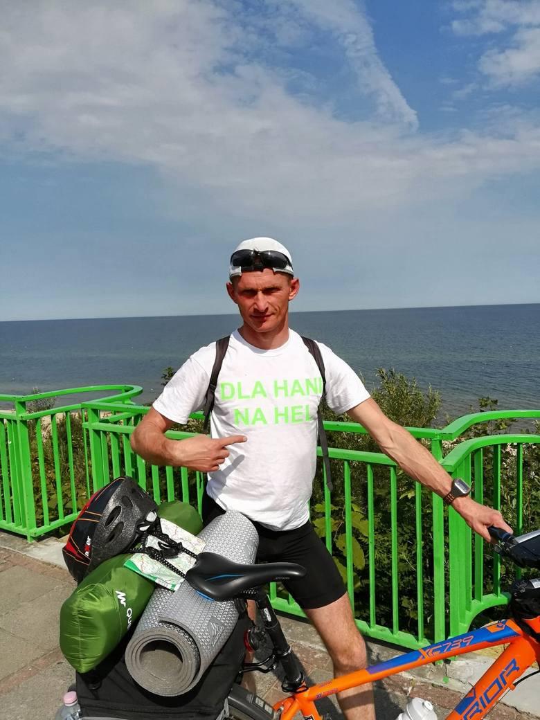 Sławomir Tarczewski rok temu wybrał się na Hel, teraz wyrusza w podróż dookoła Polski, aby pomóc Hani Ziółek.