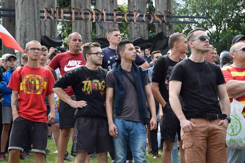 Za nami pierwszy Marsz Równości w Białymstoku. Wzięło w nim udział ok. 1000 osób. Zaś przeciwników inicjatywy było ok. 5000.