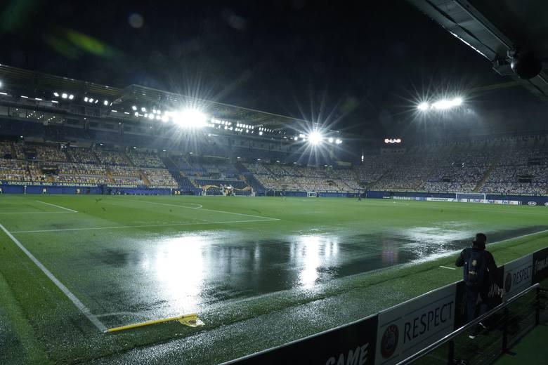 Tak widok to rzadkość w Hiszpanii. Przez potężną ulewę mecz Villarreal - Maccabi Tel Awiw nie rozpoczął się o wyznaczonej godzinie. Zaplanowane na 21:00