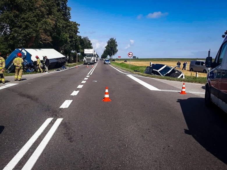 Stare Guty. Groźny wypadek na DK 61 Grajewo - Szczuczyn. Zderzyły się trzy auta [ZDJĘCIA] [02.08.19]