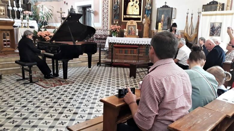 Podczas czarnoleskiego festiwalu wystąpili liczni artyści z całej Polski, a podczas koncertu finałowego zebrał się tłum słuchaczy.