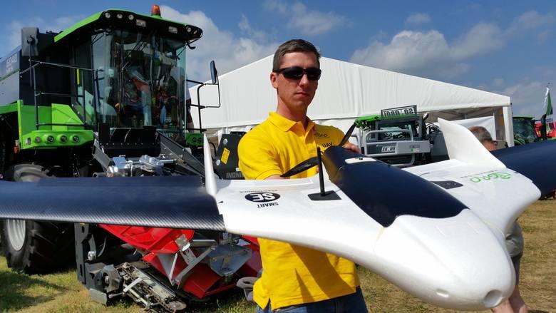 - Pierwsze latające drony już pracują na polach. W przyszłości będzie ich więcej - przekonuje Michał Prądzyński, zawodowy pilot drona.