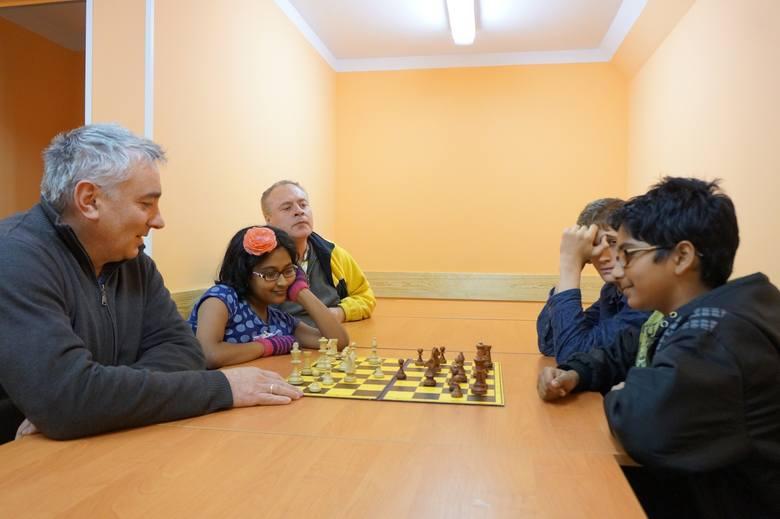 Co lepsze, gambit hetmański czy obrona sycylijska? Takie dylematy trapią członków sekcji szachowej w każdy poniedziałek.