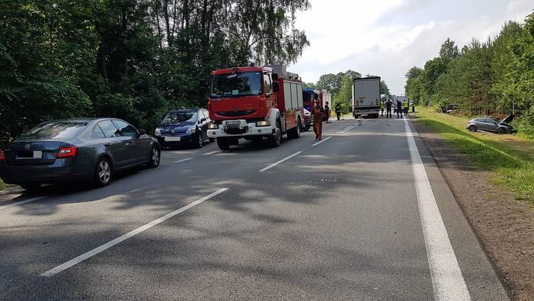 Przewalanka. Wypadek na DK 8. Zderzył się tir i dwie osobówki (zdjęcia)