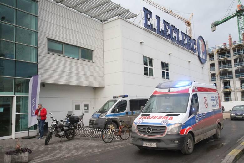 Wrocław: Samobójstwo w Leclerc. Człowiek powiesił się w zakładzie optycznym