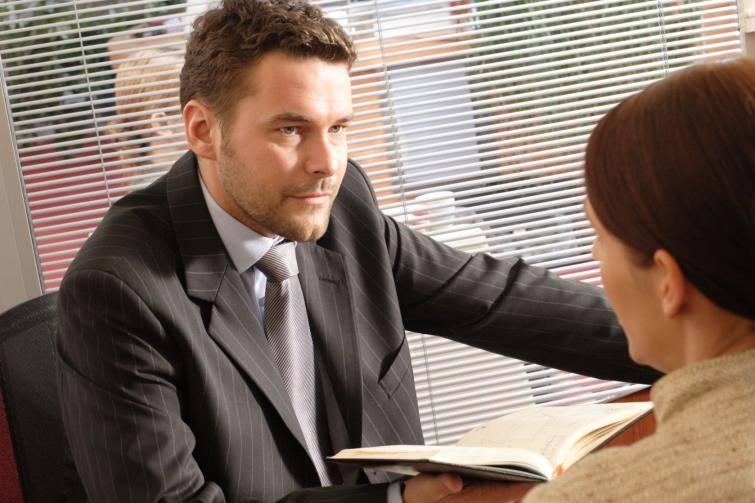 Szef zastanowi się nad podaniem o podwyżkę, jeśli się wykażesz. Udowodnij, że jesteś dla firmy ważny i wtedy powalcz o podwyżkę.
