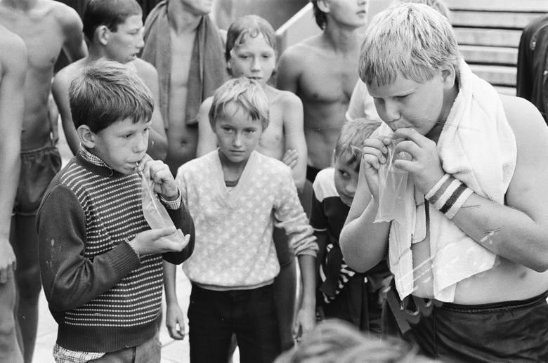 Konkurs picia napojów z worka na basenie WOSiR w Lublinie 1986 r.