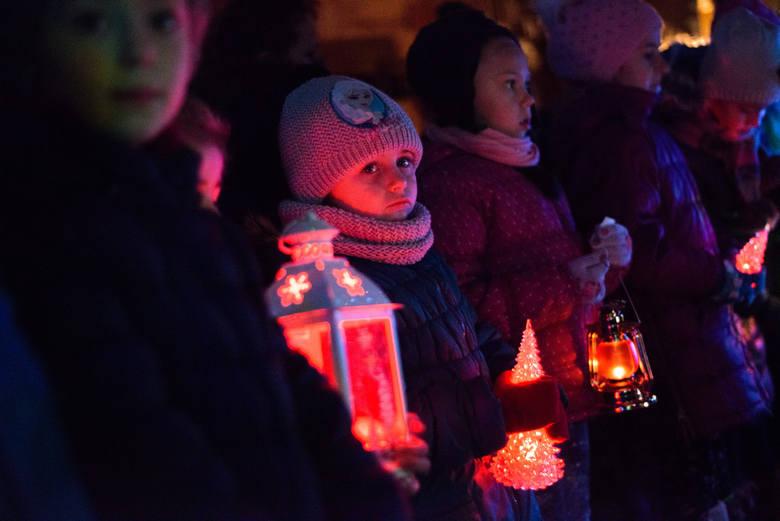 Poniedziałek, 21 grudnia[*]1. Do jakiego zakonu należał bł. Czesław?[*]Do zakonu dominikanów.[*]2. W jaki sposób bł. Czesław obronił Wrocław przed Tatarami?[*]Tradycja