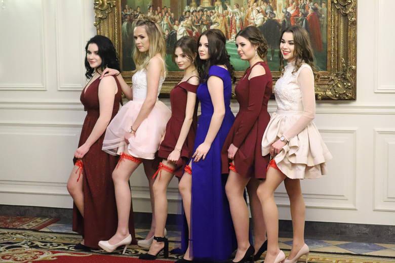 W Dworze Czarneckiego bawili się tym razem maturzyści z VII LO im. Nauczycieli Tajnego Nauczania w Białymstoku. Po przywitaniu gości, wręczeniu upominków