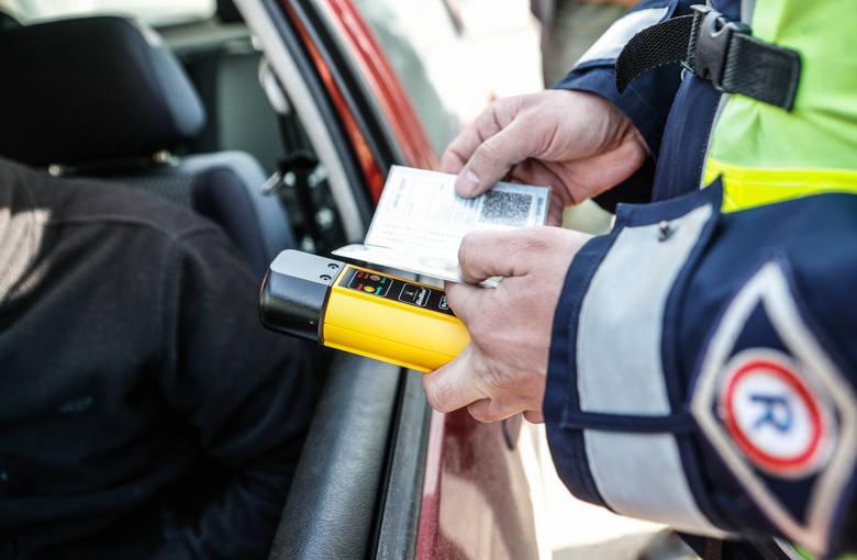 44-letni kierowca volkswagena nie ustąpił pierwszeństwa przejazdu i zderzył się z audi. Miał prawie półtora promila