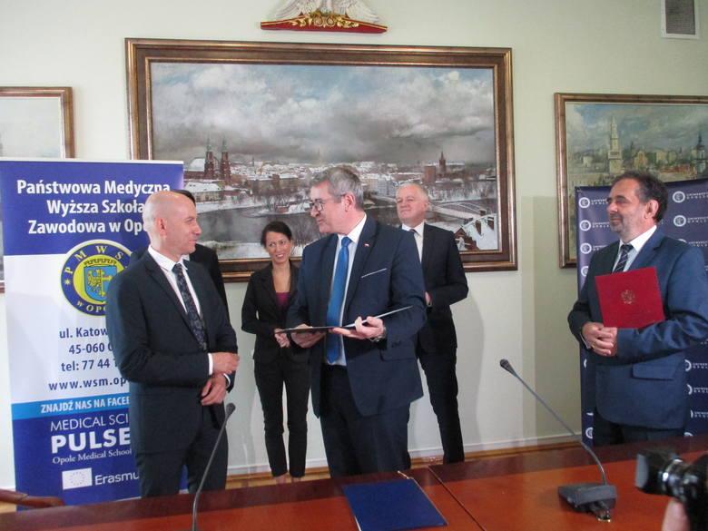 Minister podpisał: Uniwersytet Opolski i Państwowa Medyczna Wyższa Szkoła Zawodowa w Opolu łączą się. Powstanie Collegium Medicum