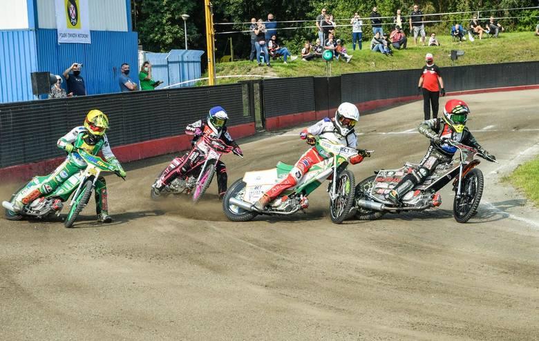 Na torze w Bydgoszczy rozegraną drugą z trzech tegorocznych rund drużynowych mistrzostw Polski w klasie 80-125 cc. Miniżużlowcy gospodarzy, podobnie