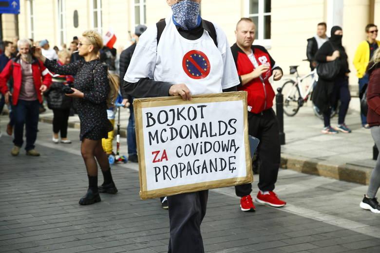 Marsz o Wolność 2020. Manifestacja antycovidowców w Warszawie, protestowali bez maseczek [ZDJĘCIA] [WIDEO]