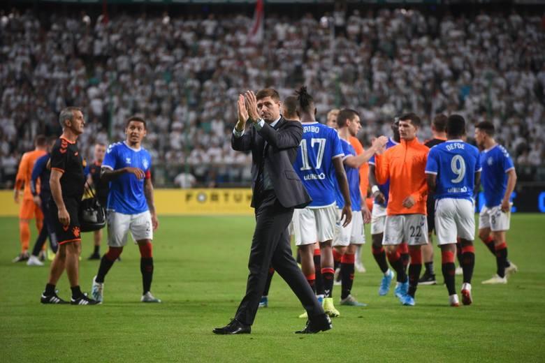 Tego, że zespół Rangers FC będzie grał u siebie lepiej, można było się spodziewać. W Warszawie tylko na początku próbował zaszkodzić Legii. Poza tym