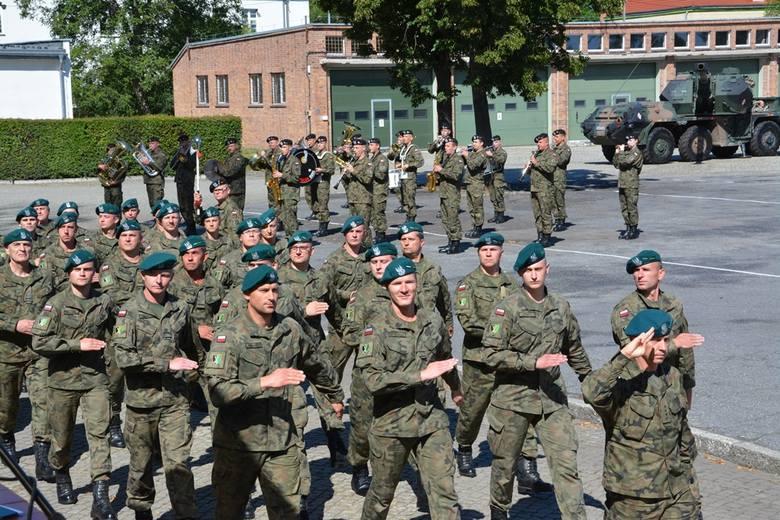 Wojskowa przysięga w 5 Lubuskim pułku artylerii w Sulechowie