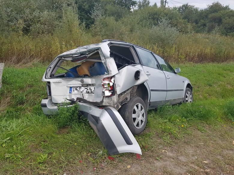 Wypadek w Połańcu. Zderzenie osobówki i ciężarówki na drodze krajowej numer 79. Kierowca w szpitalu [ZDJĘCIA]