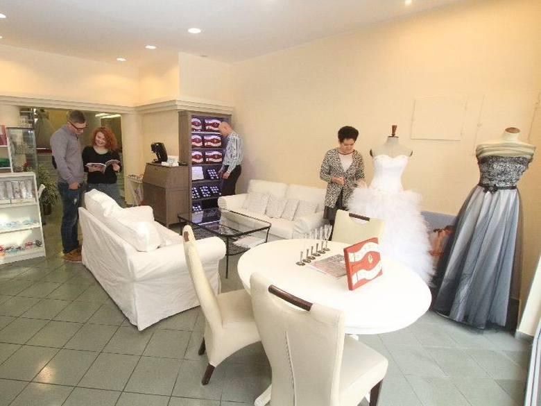 Ślubne ABC pod jednym dachem. W Kielcach trzy znane firmy stworzyły jedno duże centrumW przestronnych wnętrzach Centrum Ślubnego i Okolicznościowego