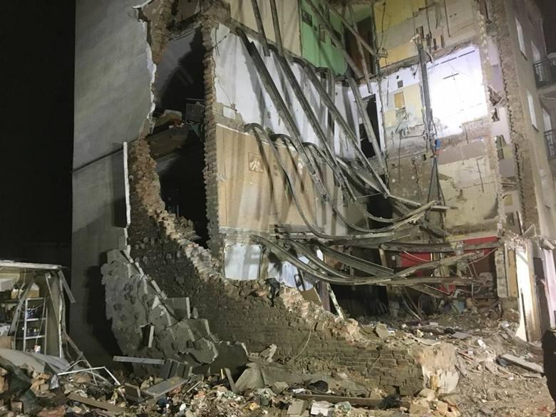 W niedzielę rano poznańskim Dębcem wstrząsnął potężny wybuch. Jeszcze tego samego dnia na miejsce katastrofy dotarli strażacy nie tylko z Poznania, ale i z Łodzi oraz Warszawy.<br /> <br /> [b]ZOBACZ TEŻ:...