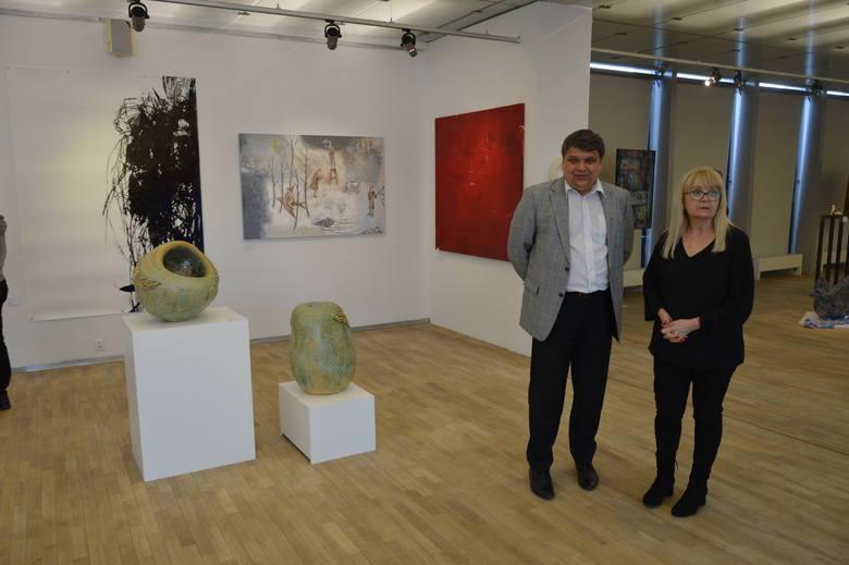 Wystawa na 60-lecie Liceum Plastycznego w Opolu otwarta. Medal Gloria Artis dla prof. Mariana Szczerby
