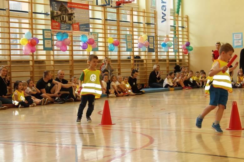Aż 63 dzieci z sześciu placówek przedszkolnych rywalizowało w  sali gimnastycznej w Szkole Podstawowej imienia Powstańców Styczniowych w Dwikozach, w