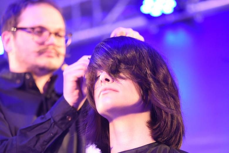 Pytaliśmy niedawno naszych Czytelników o najlepszego fryzjera w Toruniu. Spośród wszystkich nadesłanych zgłoszeń wybraliśmy dziesięć salonów fryzjerskich,