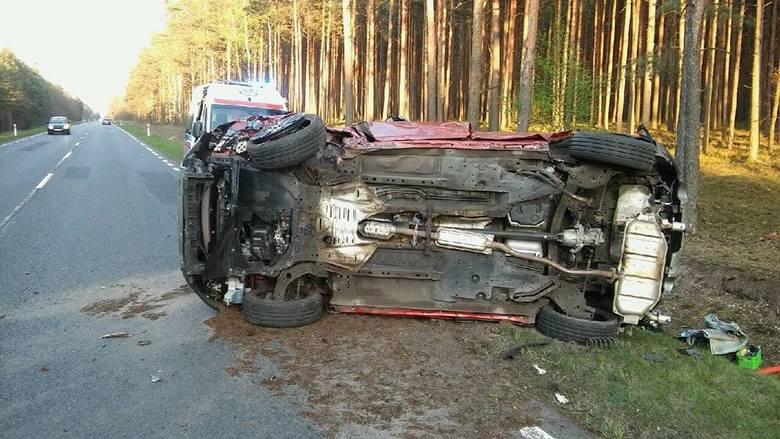 Do zdarzenia doszło w poniedziałek, 22 kwietnia, koło Gubina. Kierujący mazdą wpadł w poślizg i koziołkował. Nic mu się nie stało.Wszystko wydarzyło