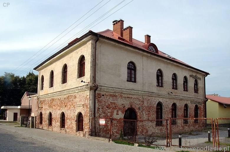 Dawny budynek synagogi tętni dziś życiem. A niebawem odzyska również pierwotny wygląd.