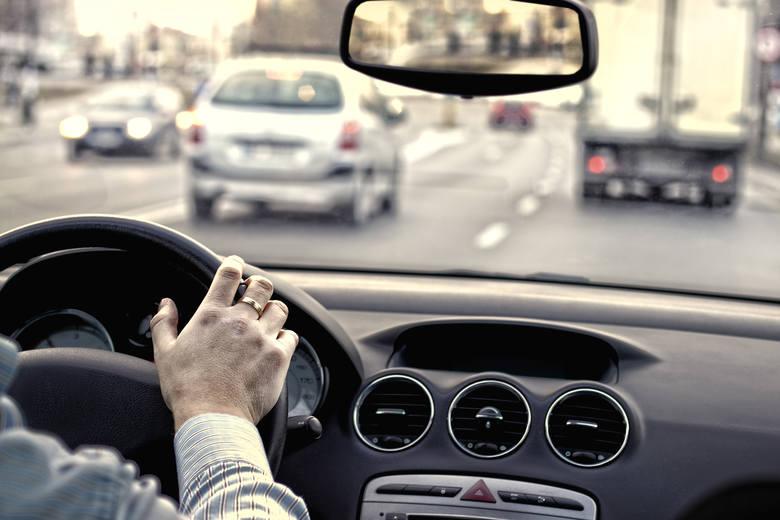 Projekt zakładał wprowadzenie licznych zmian w prawie o ruchu drogowym.