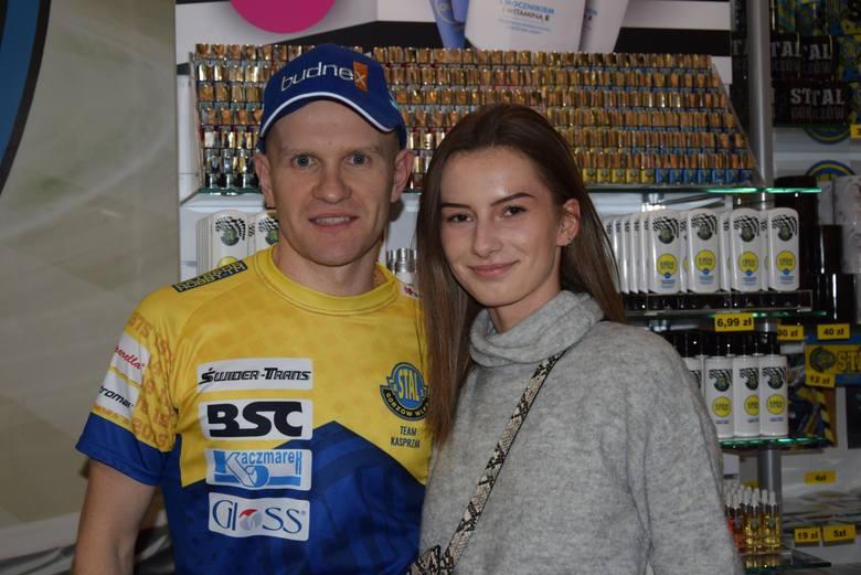 Laura i inni kibice Stali mają zdjęcia z Krzysztofem Kasprzakiem [ZDJĘCIA]