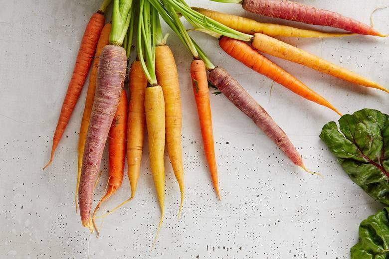 Młode marchewki mają mniej kalorii niż te zbierane pod koniec sezonu, przez co stanowią przekąskę szczególnie polecaną podczas kuracji odchudzającej