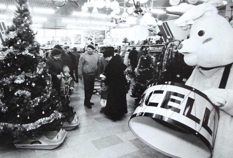 Gdy jeszcze nie było galerii, świąteczne zakupy robiło się przede wszystkim w domach handlowych.