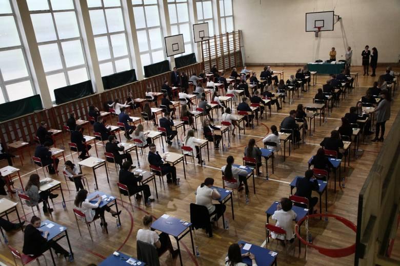 Państwowa matura zaczyna się 4 maja 2020 r. Do tego czasu uczniowie rozwiążą jeszcze sporo zadań podczas różnych prób
