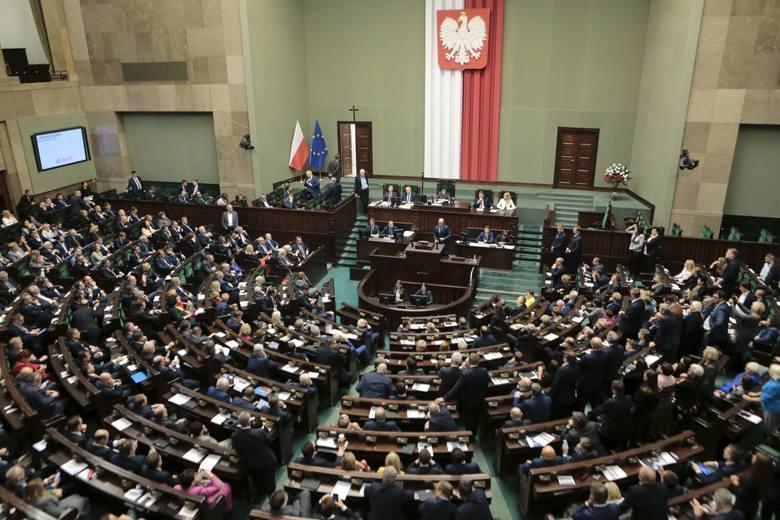 Wrocławski okręg numer 3 reprezentuje 14 posłów i 3 senatorów. Nasi przedstawiciele w parlamencie z początkiem kadencji ujawnili swoje majątki. Sprawdź,