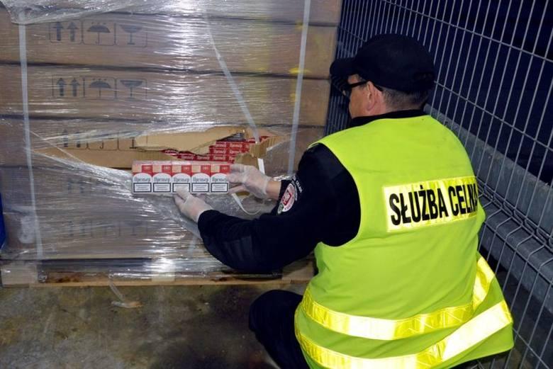Budzisko. Nielegalne papierosy w łotewskiej ciężarówce (zdjęcia)