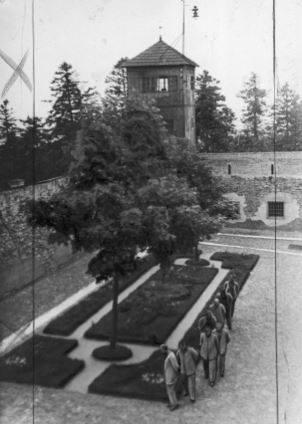 Strażnicy więzienia na Świętym Krzyżu (1925)
