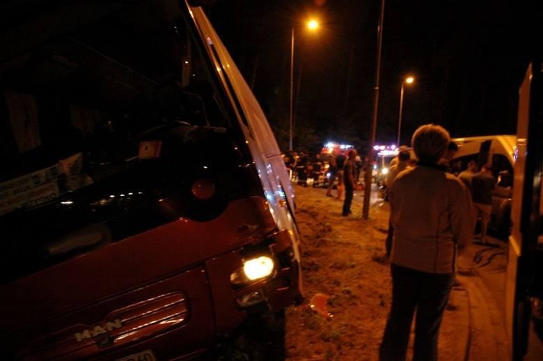 W Rzepinie autokar zderzył się z dwoma samochodami (zdjęcia)
