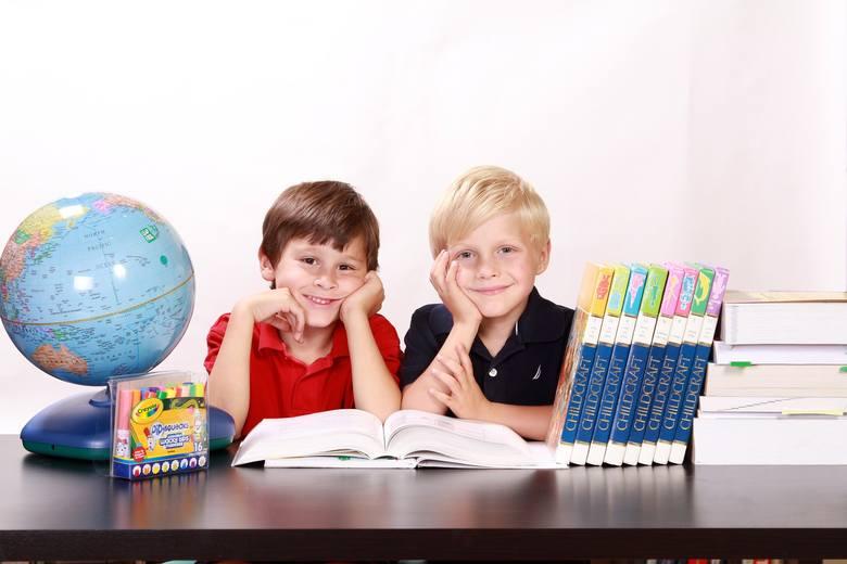 """Świadczenie z rządowego programu """"Dobry start"""",popularnie zwane wyprawką szkolną, przysługuje uczniom do ukończenia 20. roku życia, a uczniom niepełnosprawnym"""