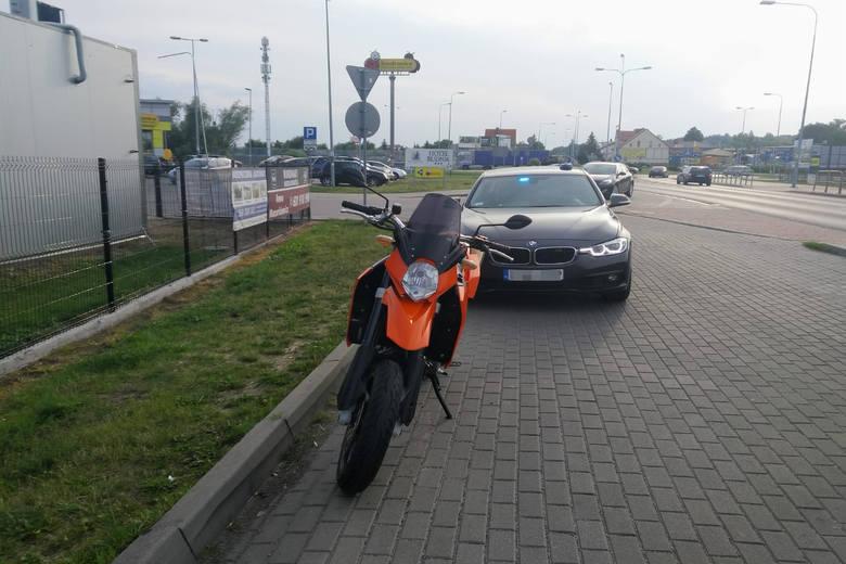 """Policjanci z grupy """"Speed"""" w akcji. Motocyklista zatrzymany [wideo]"""