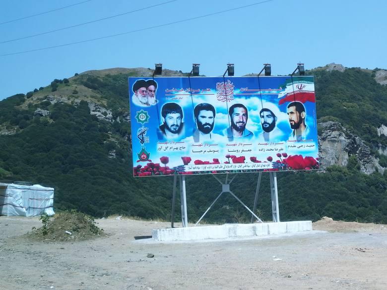 Kiedy przychodzi czas na wybory. właściwych kandydatów w Anzali wskazują twarze wybitnych ajatollahów