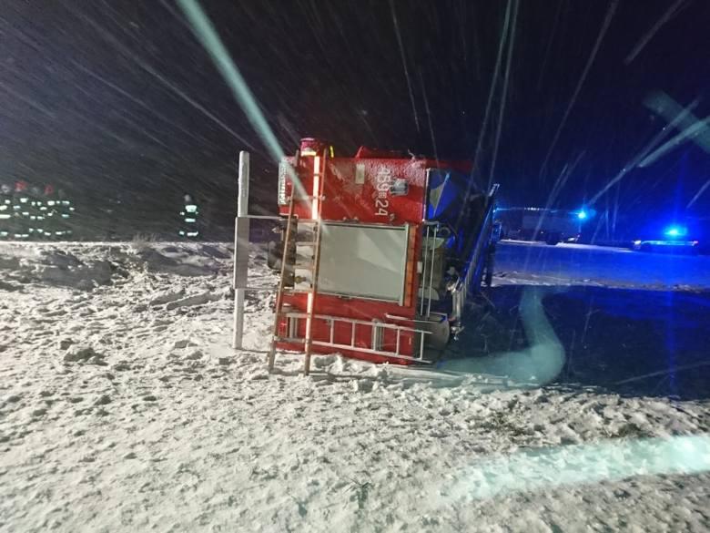W ten weekend w powiecie monieckim doszło do trzech zdarzeń drogowych. Wszystkie były spowodowane niedostosowaniem prędkości do panujących warunków na